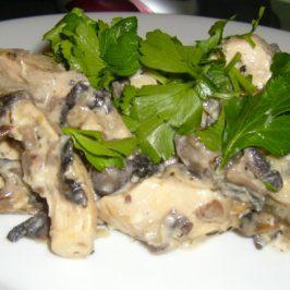 Kurczak z serkiem topionym i pieczarkami