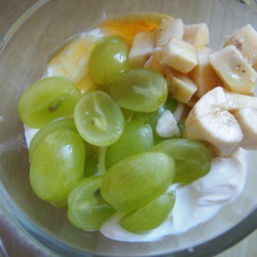 Słodkie śniadanie – jogurt grecki z miodem