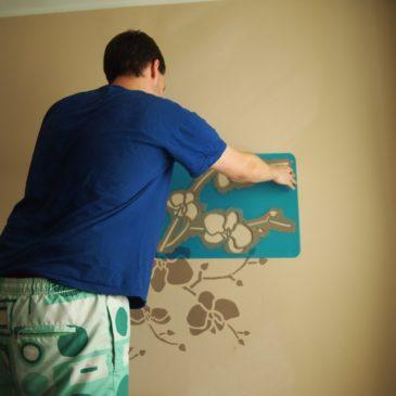 Jak namalować kwiaty na ścianie?