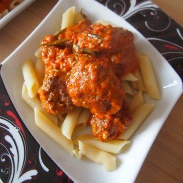 Mielone w sosie z pieczonych pomidorów