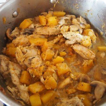 Dynia, kurczak i pieczarki w jednym garnku