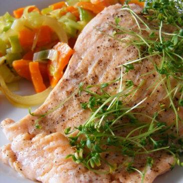 Łosoś z warzywami na maśle
