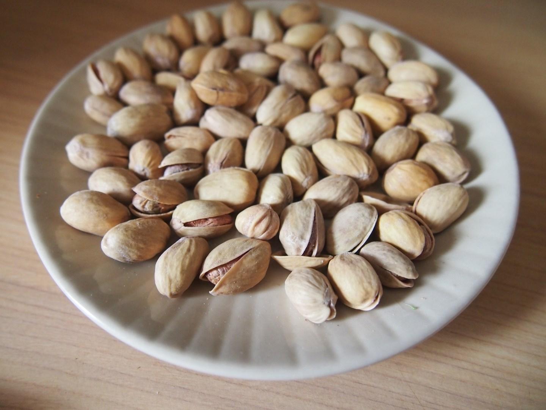 Łosoś z pistacjami w sosie miodowo-kolendrowym