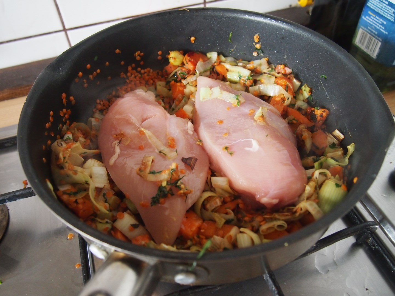 Gotowany kurczak z soczewicą – Nigella