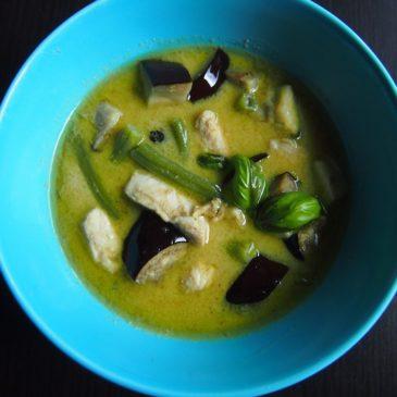Zupa z zielonym curry, bakłażanem i z mleczkiem kokosowym