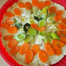Tarta marchewkowo-porowa z orzechami nerkowca