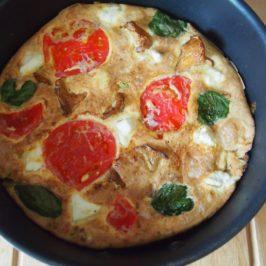 Frittata z kurkami, fetą i pomidorami malinowymi
