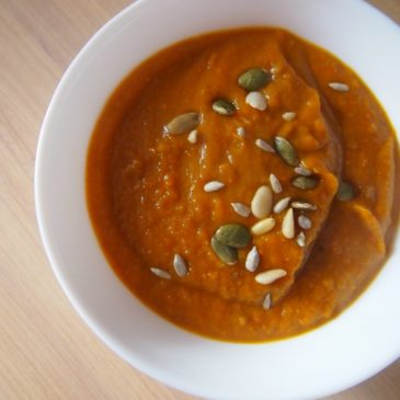 Dyniowa z soczewicą i czerwoną pastą curry