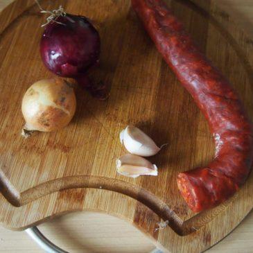 Kurczak z pomidorowym sosem z chorizo