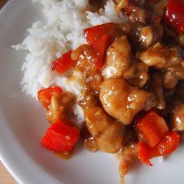 Kurczak z papryką i orzechami nerkowca w sosie ostrygowym