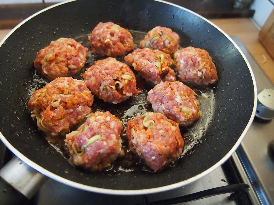 Jak zrobić sos pieczarkowy? [Kotlety mielone w sosie pieczarkowym]