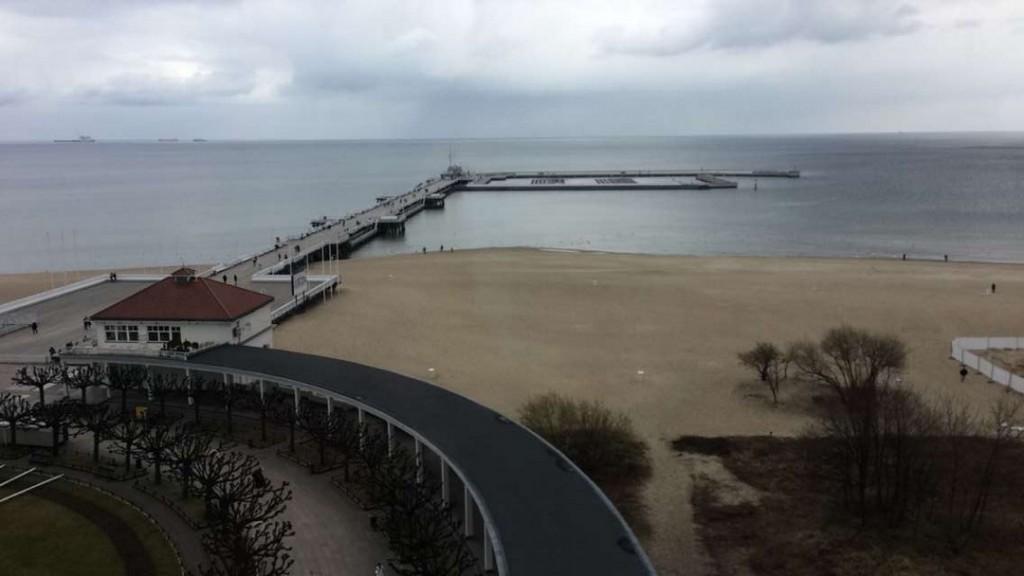 Widok z Latarni Morskiej w Sopocie na Molo i Przystań Jachtową