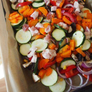 Kasza z pieczonymi warzywami i boczkiem