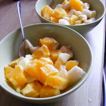 Sałatka owocowa z sokiem malinowym
