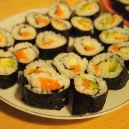 Sushi + jak obrać awokado