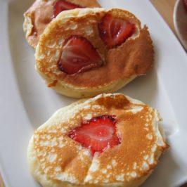 Jogurtowe placki z truskawkami – Kwestia Smaku
