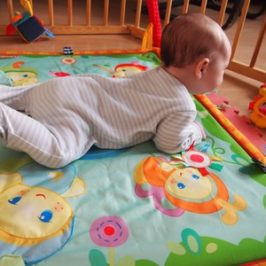 Fizjoterapeuta radzi, żeby niemowlak…