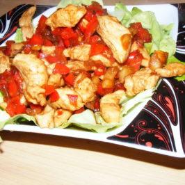 Słodki kurczak na sałacie