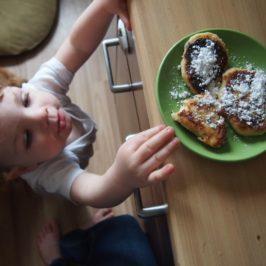 Syrniki – rosyjskie placuszki z twarogu z rodzynkami
