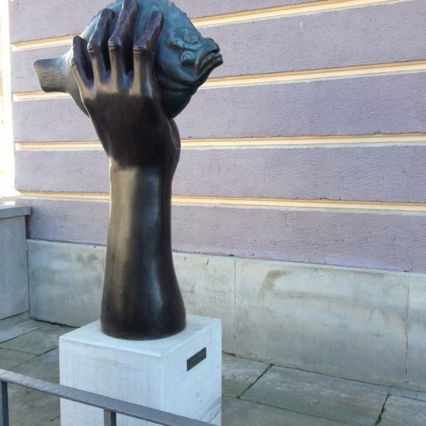 Turbot pochwycony - rzeźba Guntera Grassa