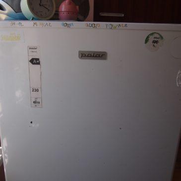Jak usunąć naklejki z lodówki?