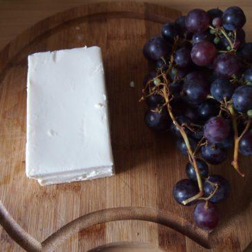 Winogrona i feta – szybka sałatka