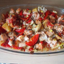Łosoś z pieczonymi warzywami