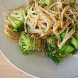 Spaghetti z brokułami i anchois